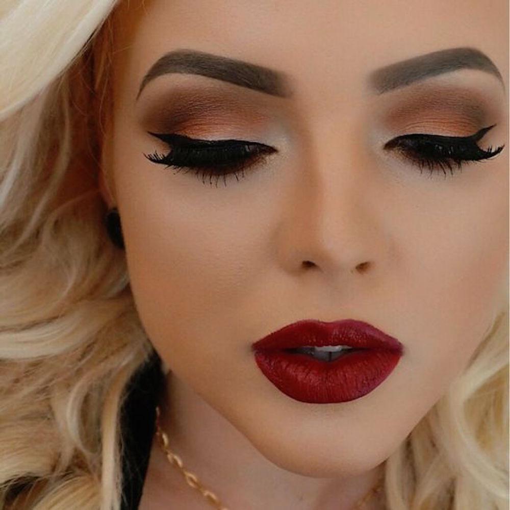Фото красивого макияжа красной помадой
